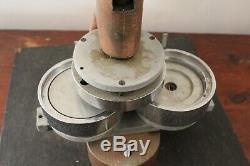 3.5 Bouton Maker 3-1 / 2 Appuyez Sur Badge Machine Avec Pile De Pièces