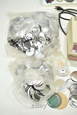 Bade-a-minit Badge A Matic Cut Circle II Badge Maker Lot Presse Main