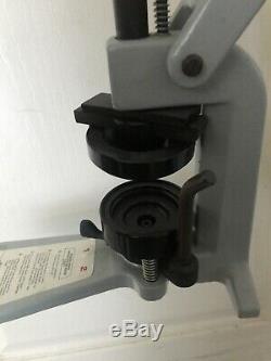 Badge A Matic I Bouton Pin Presse Maker Machine + Cutters Accessoires Badgeaminit