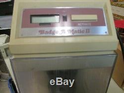 Badge-a-matic II Bouton Maker Machine Fonctionne Grands 100s Et 100s De Butons