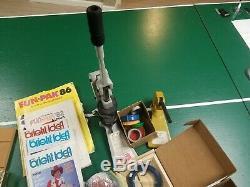 Badge-a-minit 2 1/4 Bouton Maker Bench Press Et A-matic 2 L'ensemble Du Système