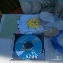 Badge-a-minit 2 1/4 Boutonneur Avec La Presse De Banc, Cutter Anneau Circle Sets DVD