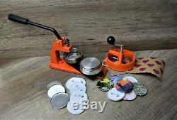 Bouton Badge Maker Machine De Fabrication De 1000 Badges, Coupe-cercle Et Choix De Mourir