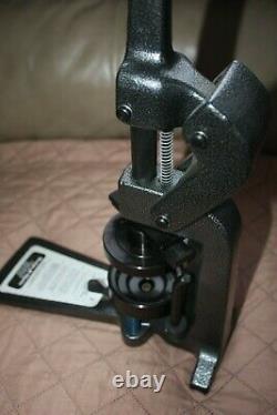 Bouton Maker Badge-a-matic Machine Badge-a-minit 2-1/4
