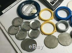Matic Un Insigne Et Un Bouton Badge 1/4 Machine De Presse Minit 2 Pin Maker + Extras